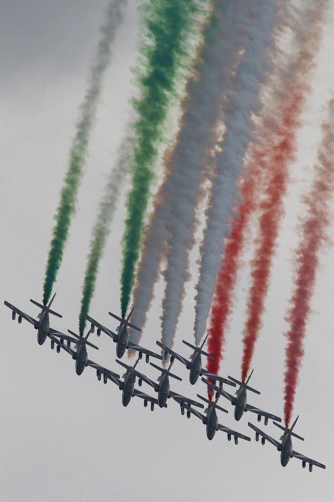 682px-Frecce_tricolori_-_2018_Italian_Grand_Prix_-_Monza_(30031178147).jpg