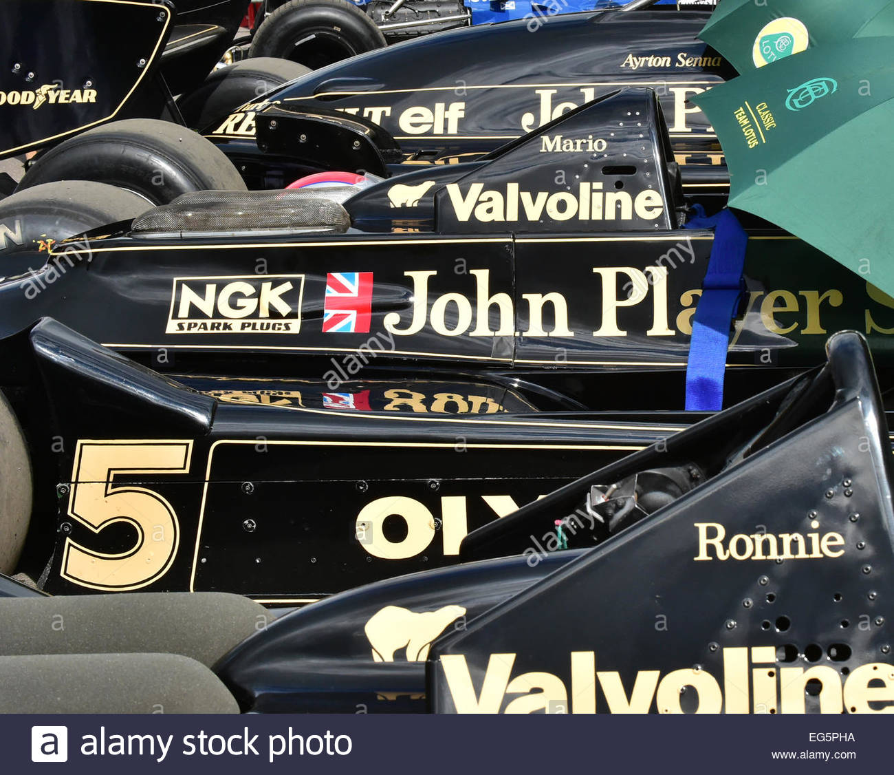 a-collection-of-jps-lotus-f1-cars-at-goodwood-festival-of-speed-2014-EG5PHA.jpg