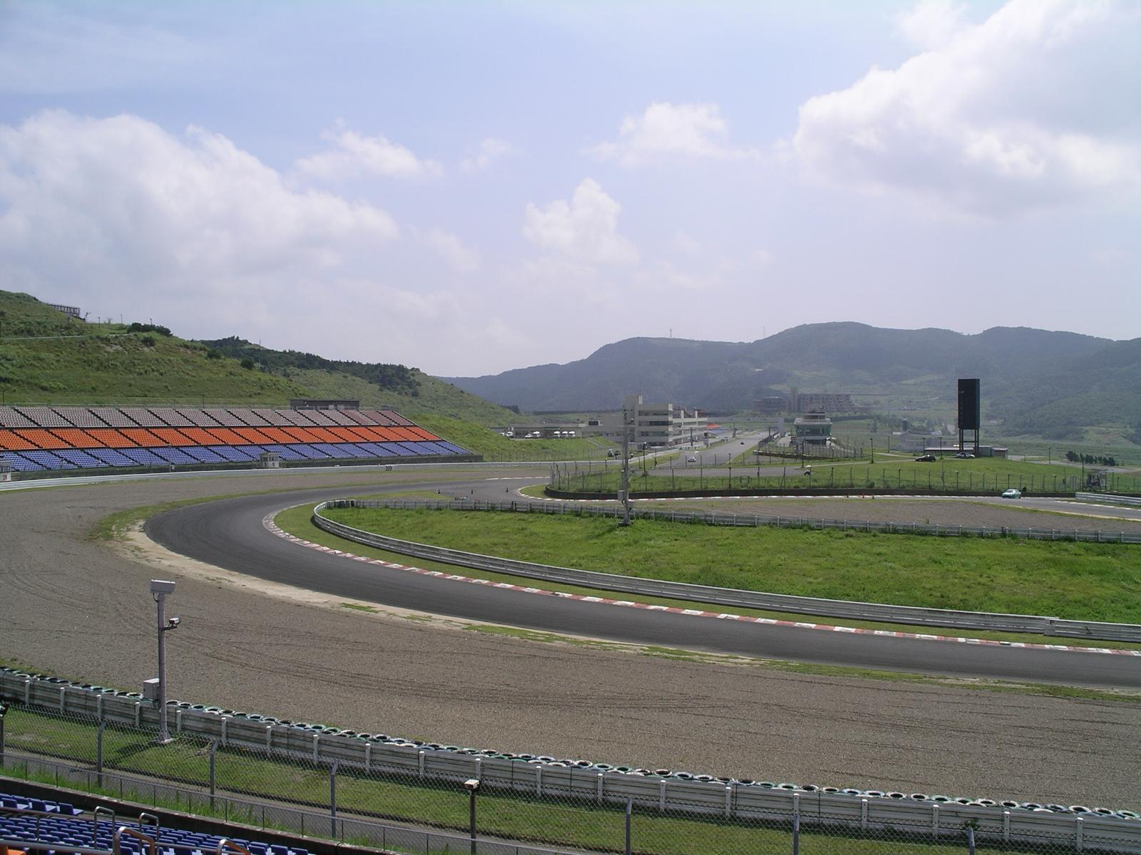 Autopolis_racing_circuit_(Kamitsue,_Oita,_Japan).JPG