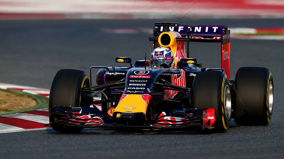 Daniel-Ricciardo-2015-F1-Infiniti-Red-Bull-Racing-RB11-Wallpaper.jpg