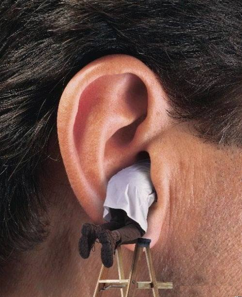 Ear-Cleaning-Funny-Picture.jpg