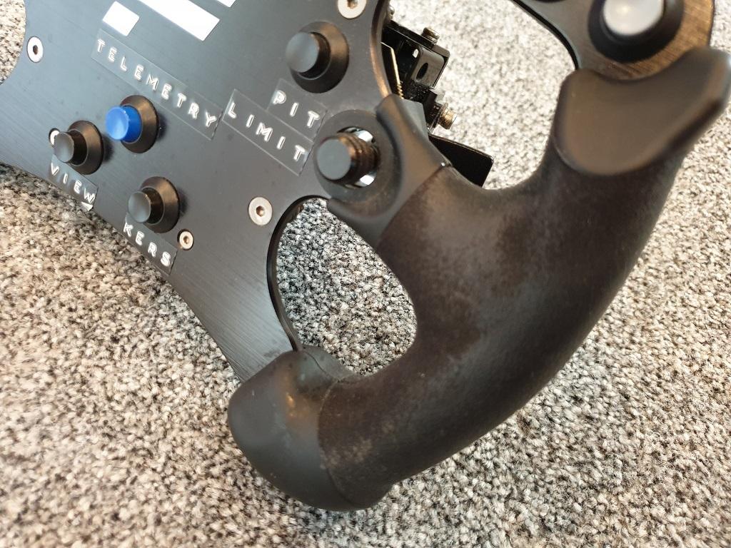 Fanatec CSW Formula Rim 4.jpg