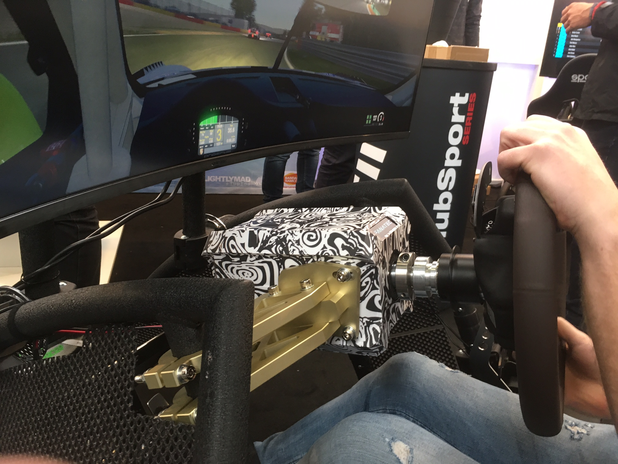 We Check Out the Fanatec Direct Drive Wheel | RaceDepartment