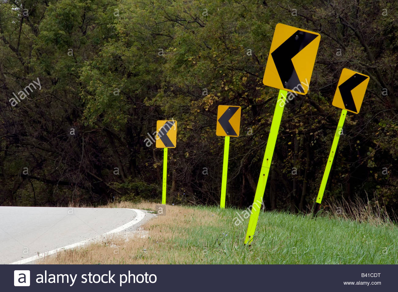 four-arrow-signs-at-roadside-B41CDT.jpg