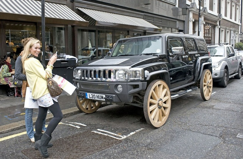 hummer-h3-with-wooden-wheels.jpg