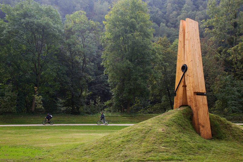 just-a-picnh-clothespin-pinch-grass-art-sculpture-belgium-mehmet-ali-uysal.jpg