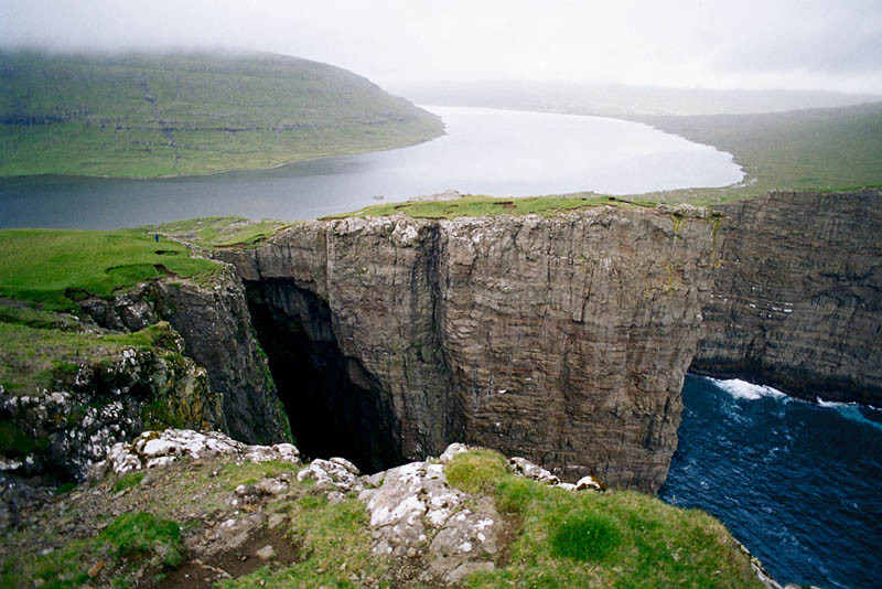 lake-ocean-on-two-levels-faroe-islands.jpg