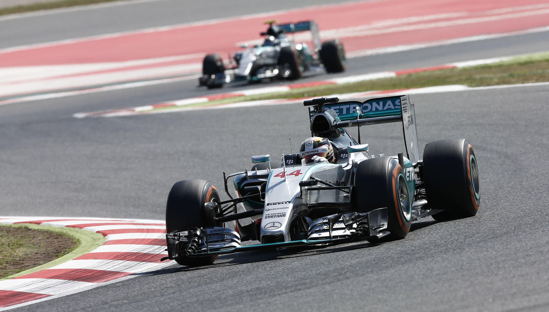 mercedes-amg-at-the-2015-formula-one-spanish-grand-prix_100510130_h.jpg