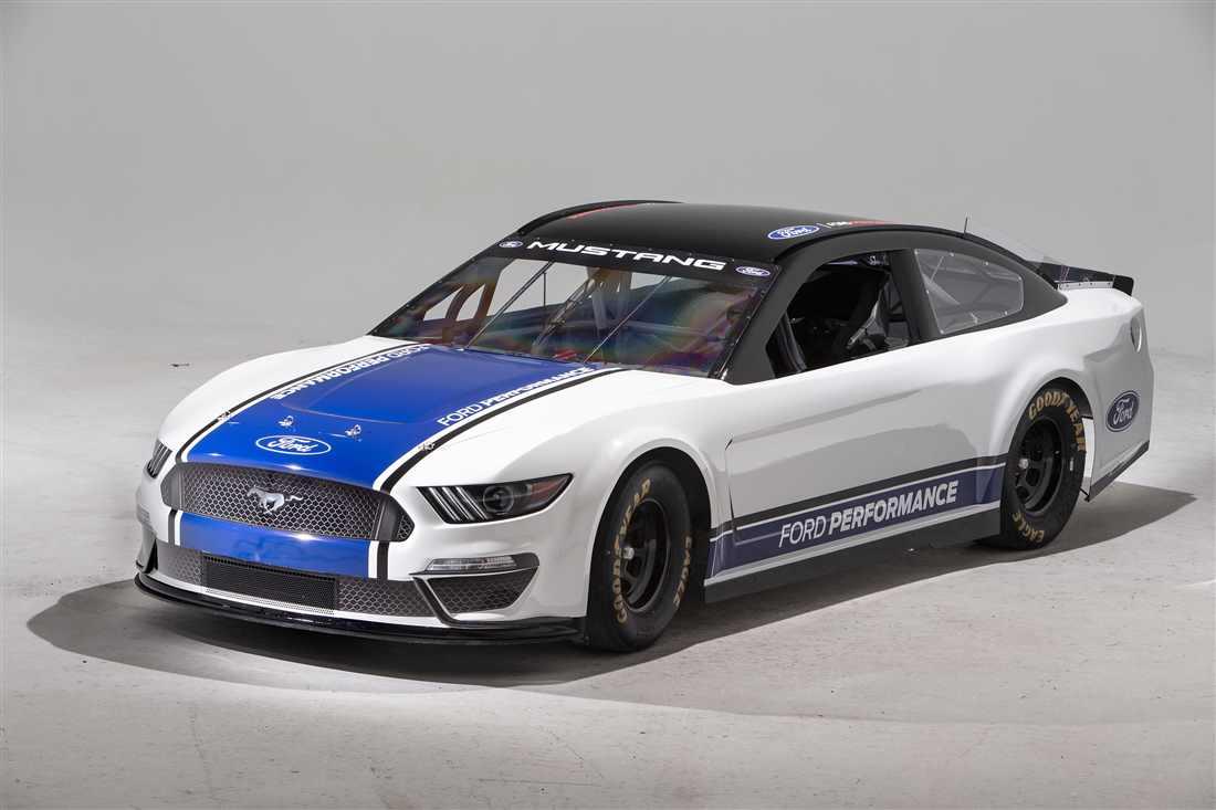 NASCAR Ford Mustang 2.jpg