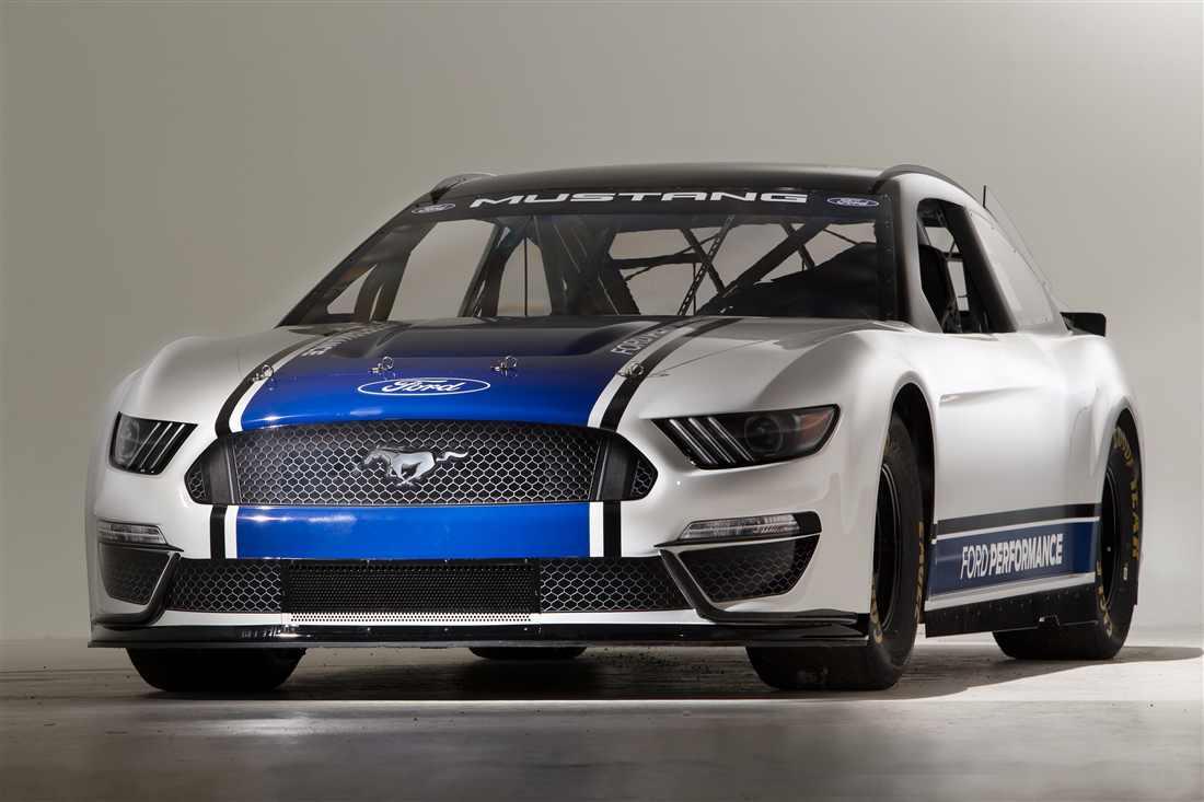 NASCAR Ford Mustang 3.jpg