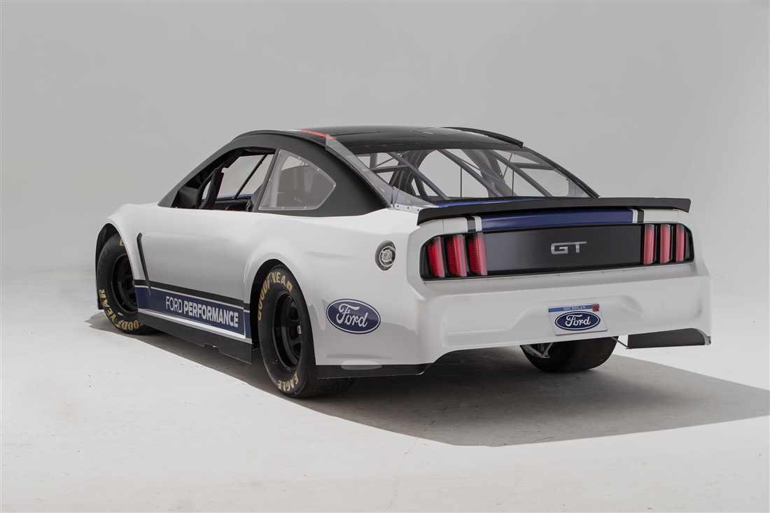 NASCAR Ford Mustang 5.jpg