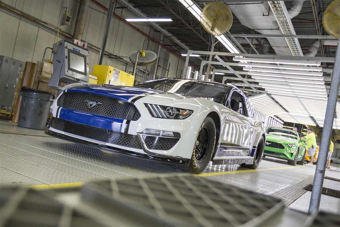 NASCAR Ford Mustang 6.jpg