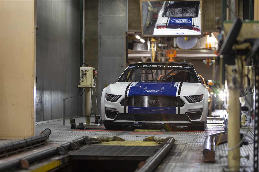 NASCAR Ford Mustang 7.jpg