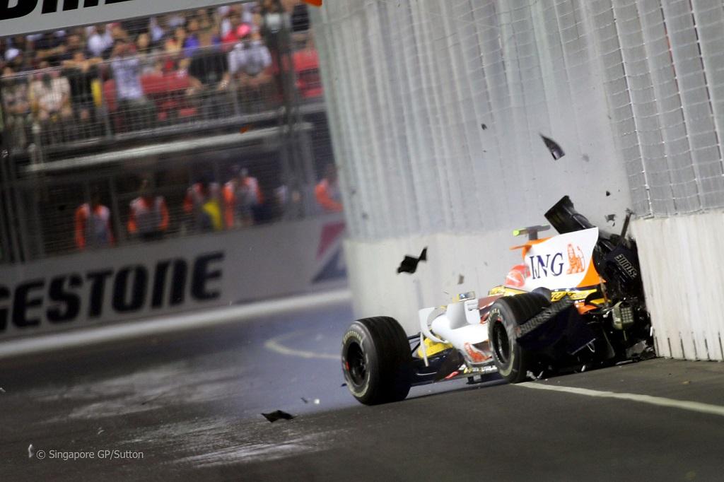 Nelson Piquet Jr F1 Crash.jpg