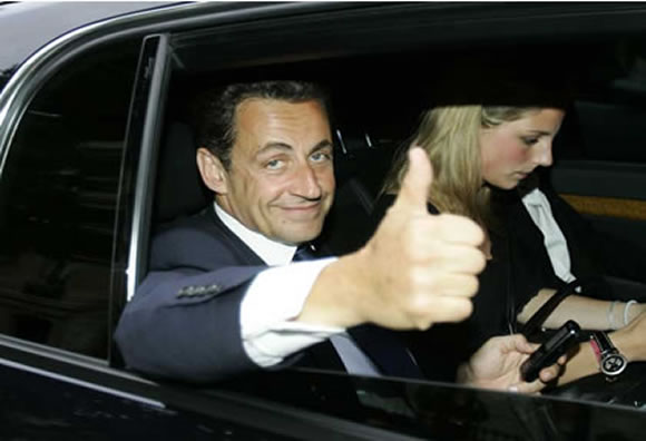 nicolas-sarkozy-thumbs-up.jpg