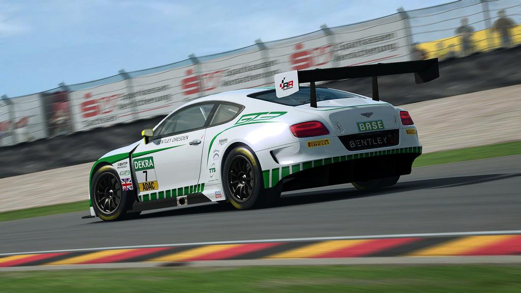 RaceRoom Bentley Continental GT3 2.jpg
