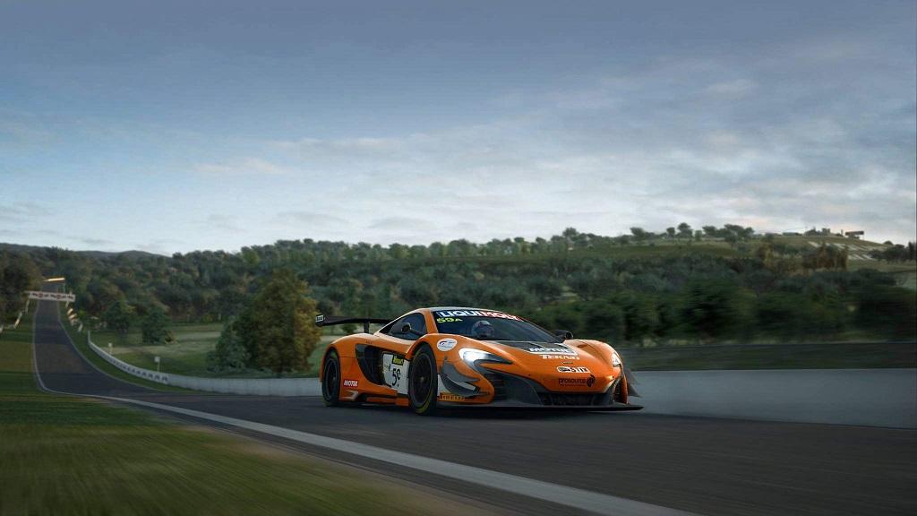 RaceRoom Racing Experience McLaren 650S 3.jpg
