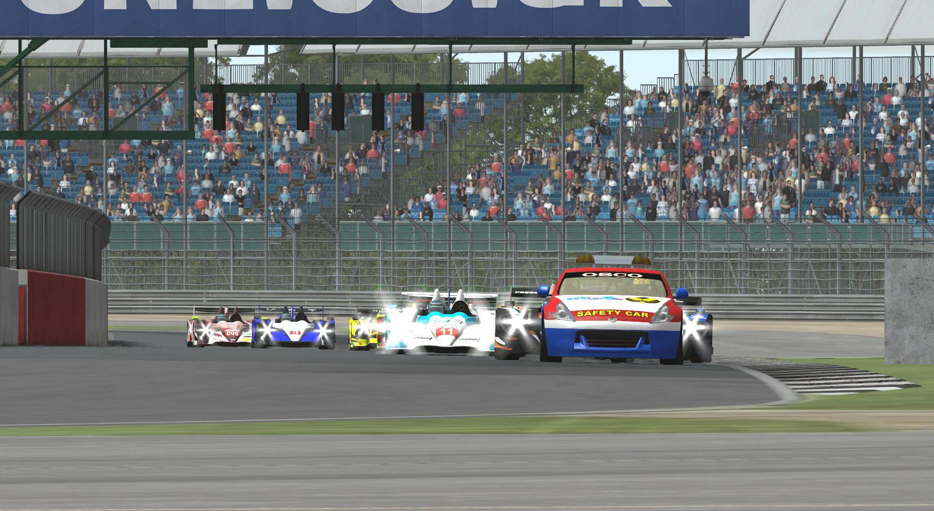 RDLMS by Vesaro - Round 2 Silverstone - Start.jpg