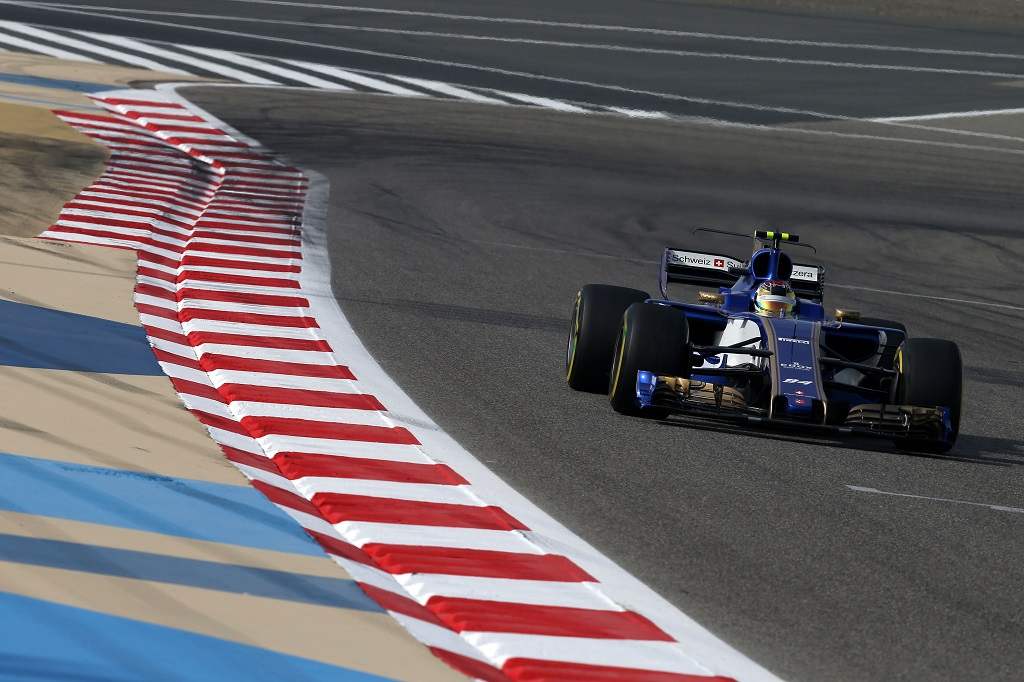 Sauber Bahrai F1 Test.jpg
