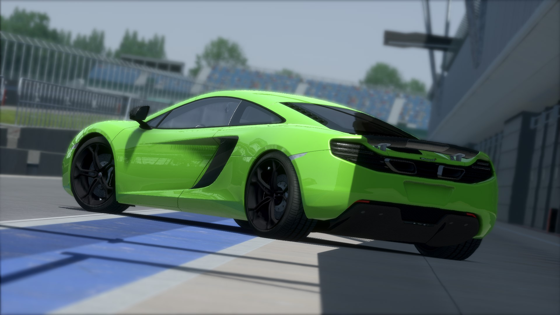 Screenshot_mclaren_mp412c_silverstone_11-8-115-1-38-1.jpg