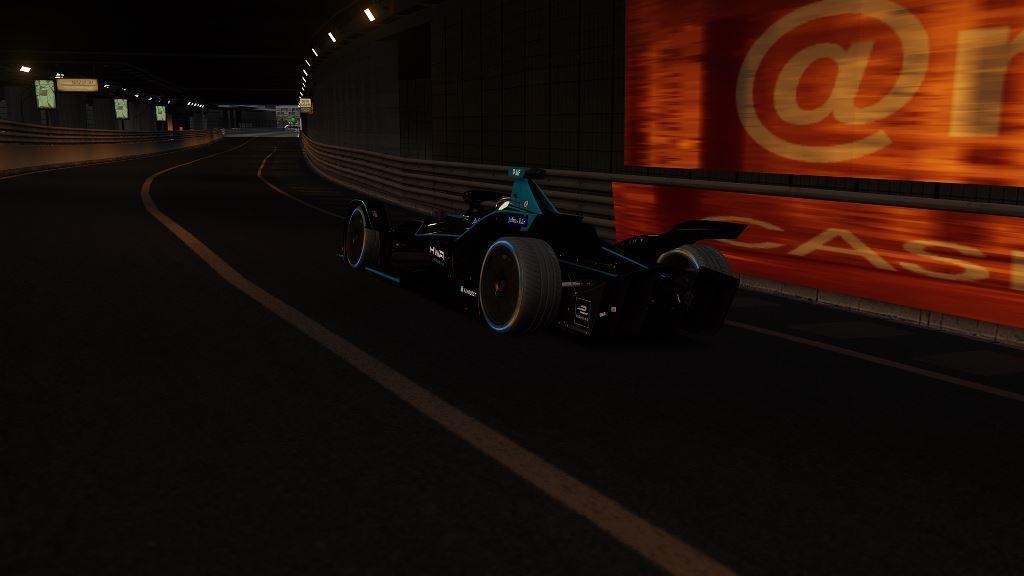 Tunnel 3.jpg