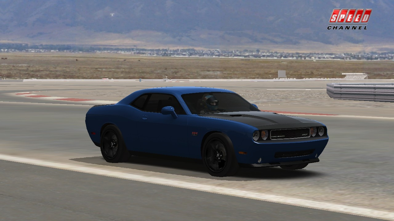 Race On  Dodge Challenger SRT-8