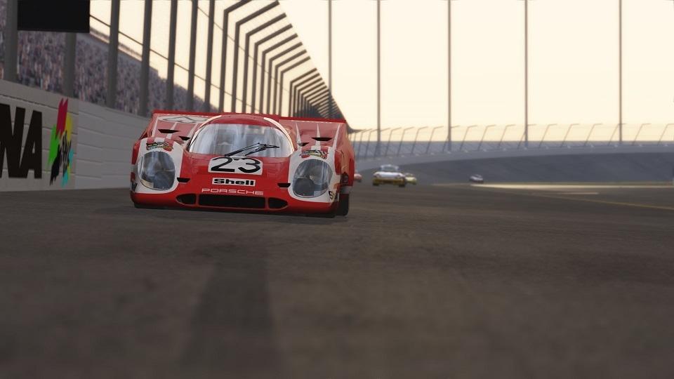 917K on the banks at Daytona 2