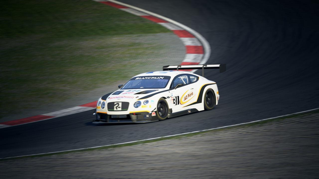 Enjoying the new Bentley @ Nurburgring