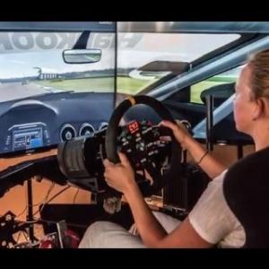 Gabriela Jílková training on a simulator