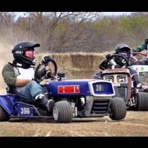 Lawnmower Racing Battle