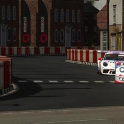 PORSCHE 911 GT3 R 2016  vs  911 GT3 CUP 2017