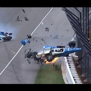 Big crash at the Indy 500 2017 between Scott Dixon and Jay Howard - SLOW MOTION