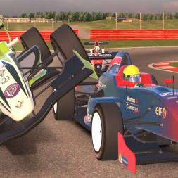 iRacing Formula Renault 2.0 at Silverstone - Fun Battles