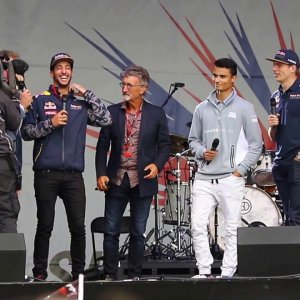 """The F1 Band"" - Daniel Ricciardo sings Happy Birthday with Pascal Wehrlein on Drums at Silverstone"